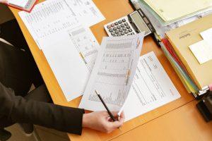 Empreendedor vendo o regime de tributação