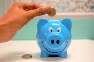 Pessoa mantendo sua organização financeira
